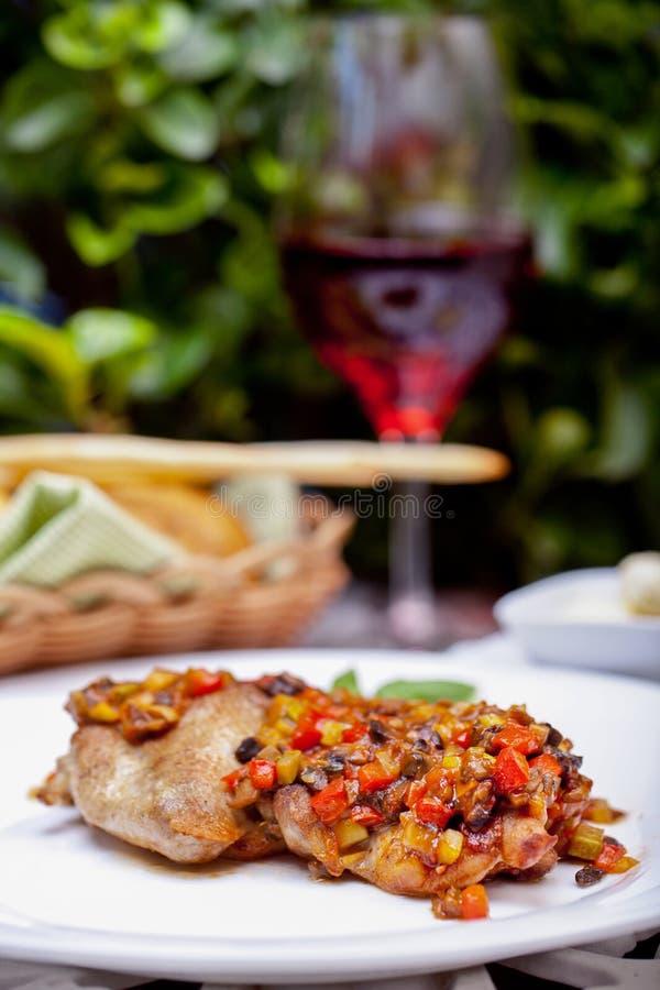 Цыпленок с овощами стоковая фотография