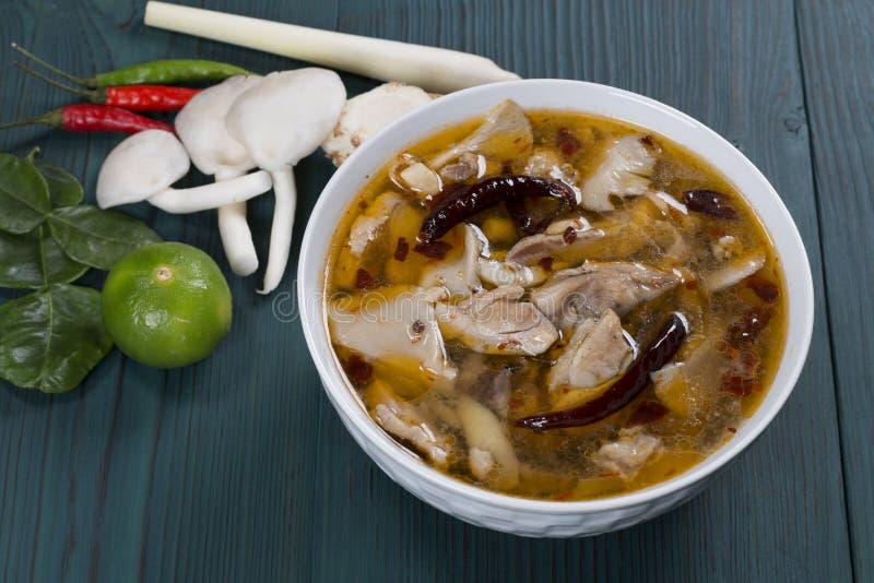 Цыпленок Том Yum стоковые фото