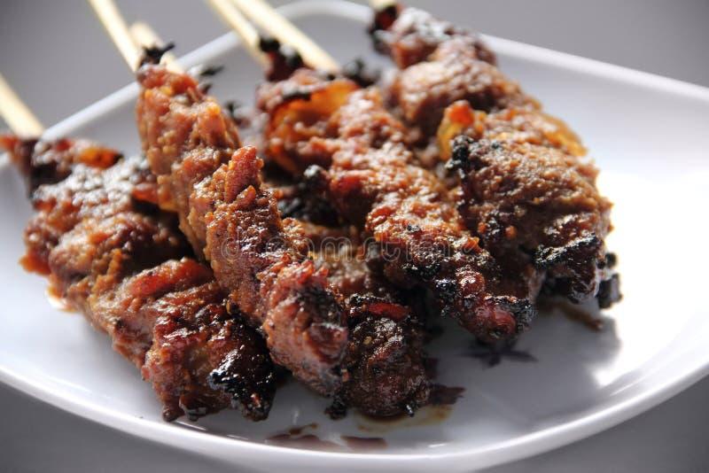 Цыпленок Satay & x28; как напитайте Ayam в индонезийце или Malay& x29; стоковое изображение