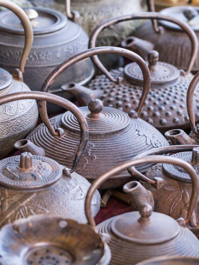 Чайники собрания на рынке Panjiayuan, Пекине, Китае стоковое изображение rf