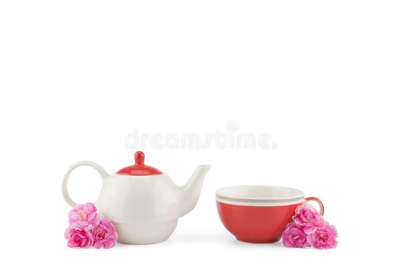Чайник и красная чашка чая стоковое фото
