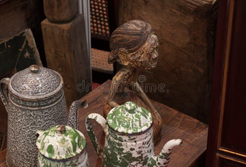 Чайник старого ретро кувшина чайника винтажный сделанный от кухни металла традиционной античной стоковая фотография rf