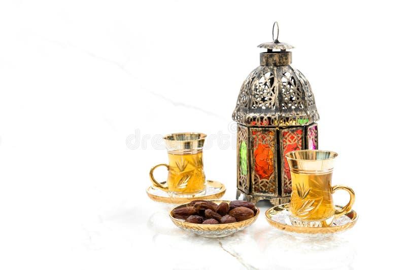 Чайные очки датируются восточным фоном декора фонарика стоковые фотографии rf