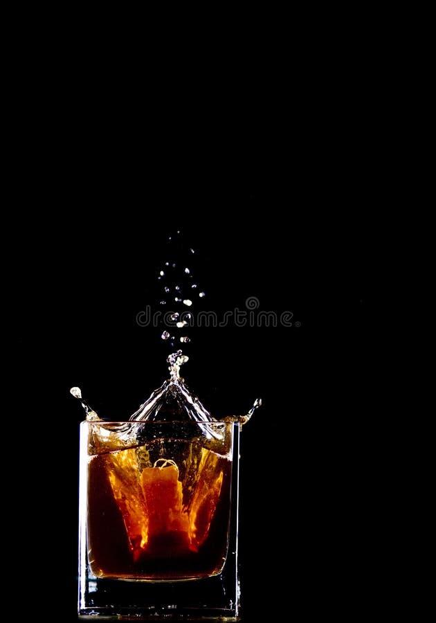 чай выплеска мешка стоковая фотография
