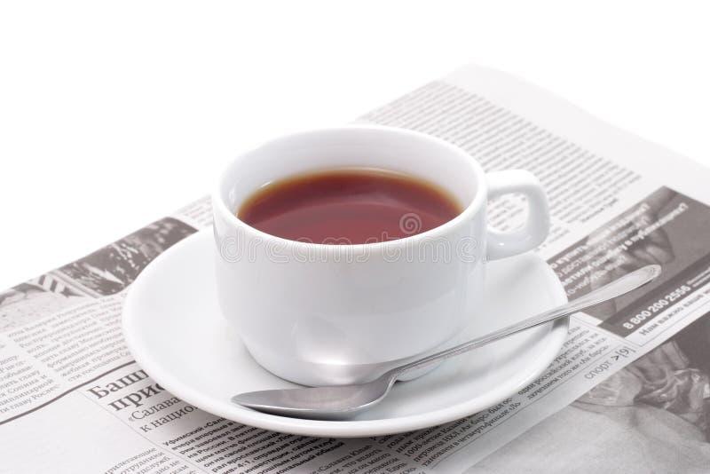чай газеты стоковая фотография