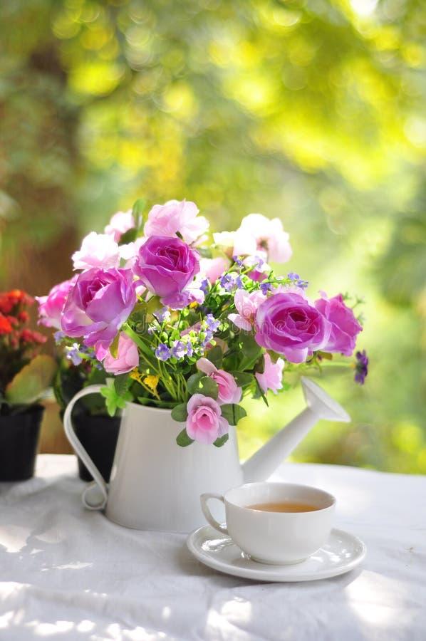 Чай и цветок стоковые изображения rf