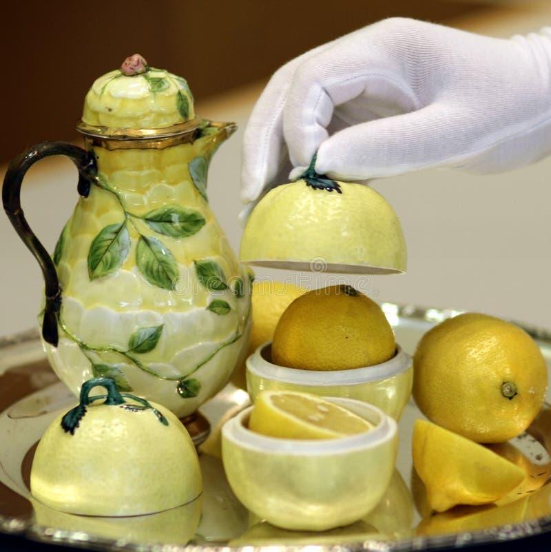 Чай лимона служа традиционный античный натюрморт стоковое изображение