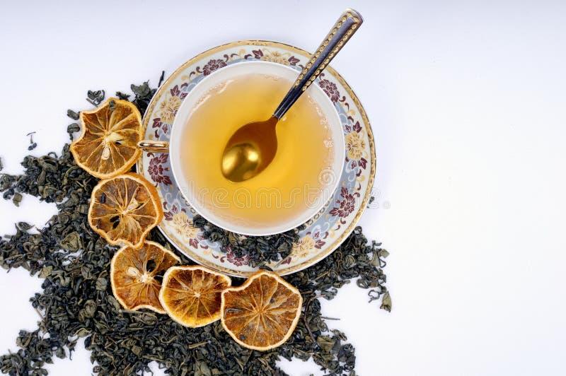 чай лимонов листьев чашки травяной стоковая фотография