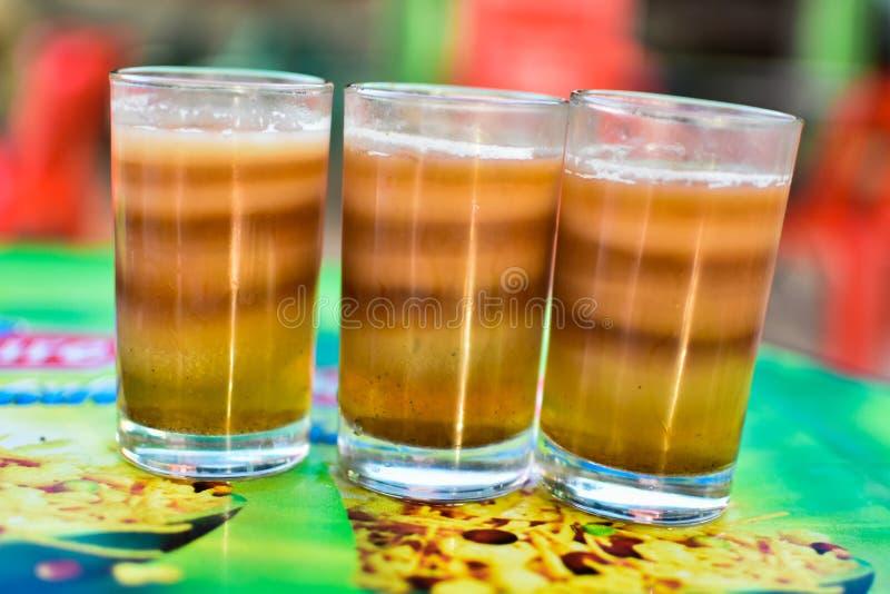 чай Мульти-слоев горячий для выпивать стоковые изображения