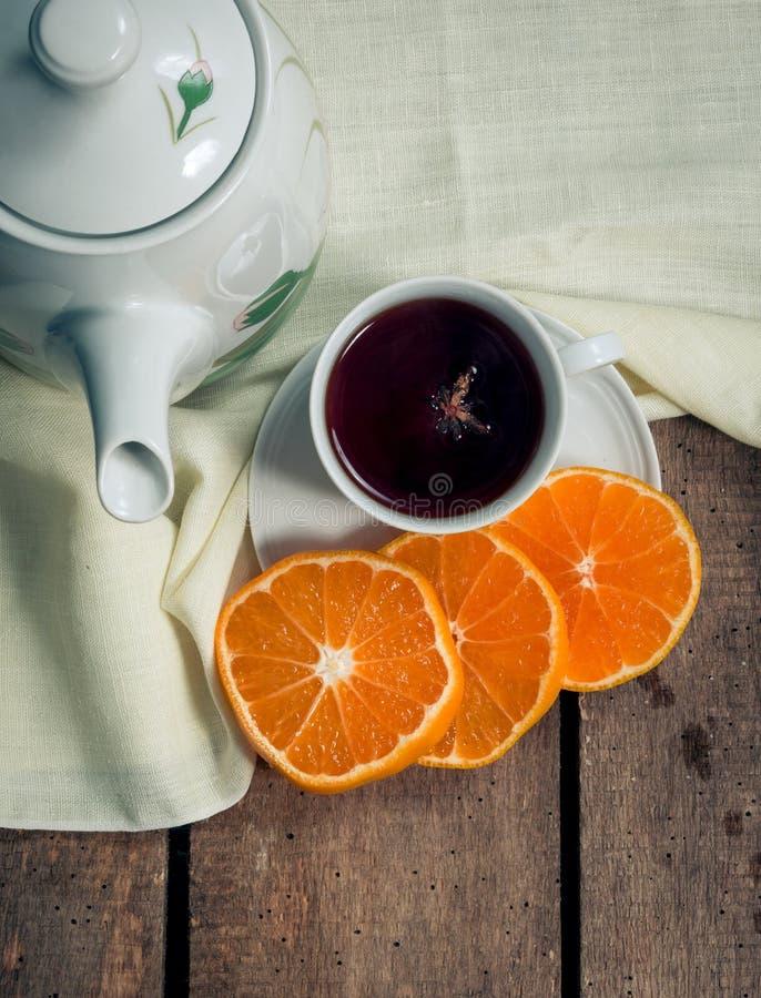 Чай на таблице стоковые изображения