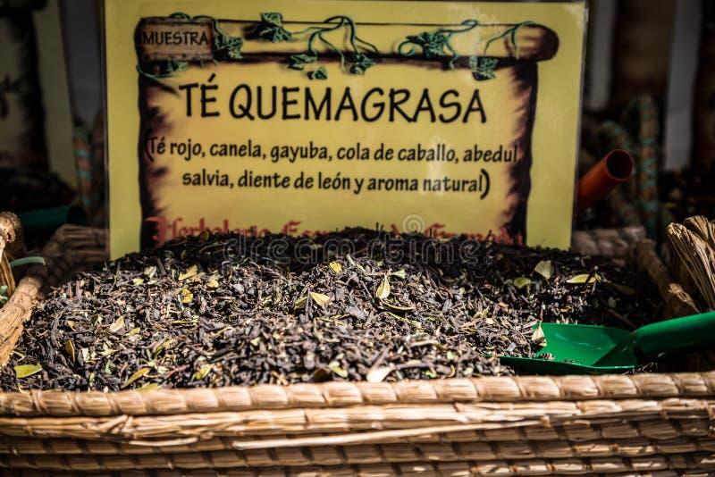 Download Чай продал в традиционном рынке в Гранаде Стоковое Фото - изображение насчитывающей chili, кашевар: 40585064