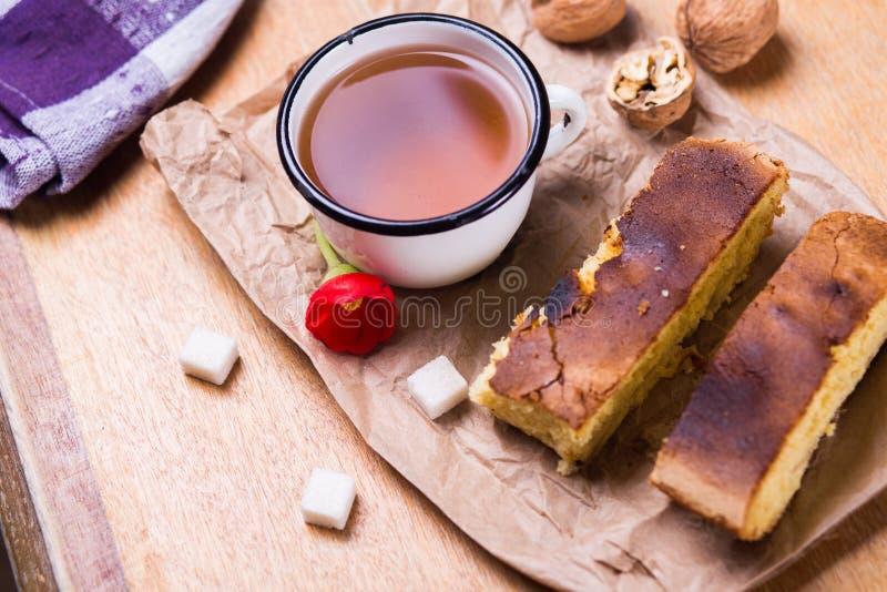 Чай с тортом стоковые изображения rf