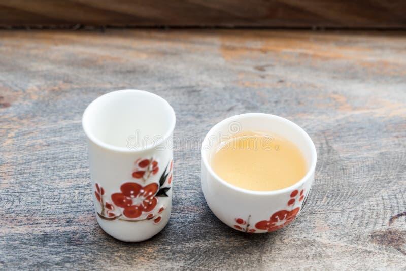 Чай Oolong в чашке стиля традиционного китайского стоковое изображение rf