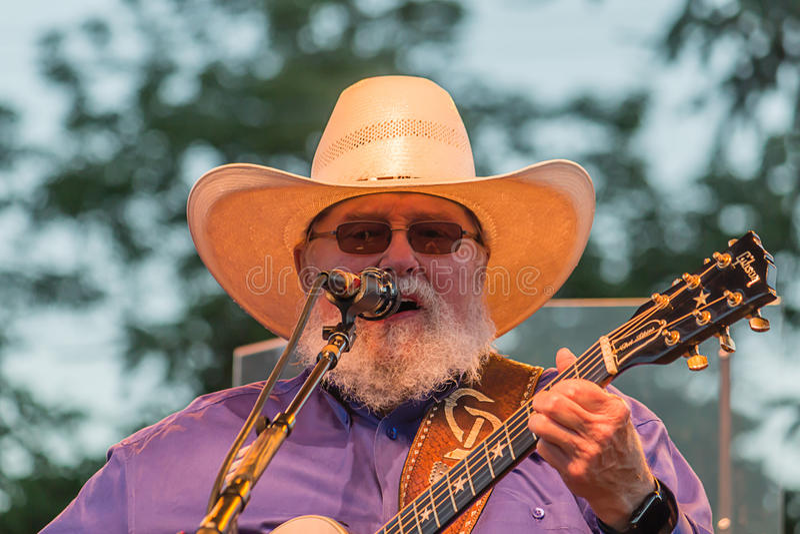 Чарли Daniels поя в концерте стоковые фото