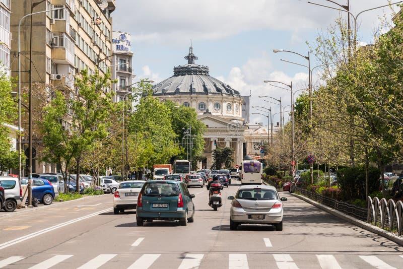 Часа пик движения центр города внутри города Бухареста стоковые изображения