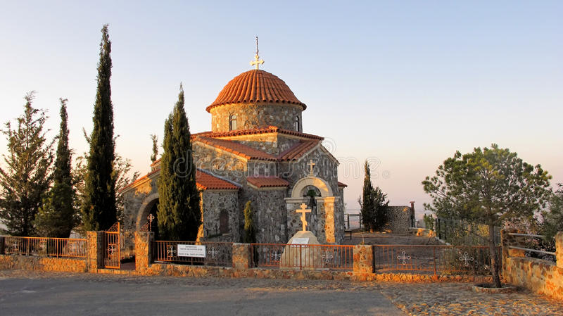 Часовня монастыря Stavrovouni в горах Кипра стоковые фотографии rf