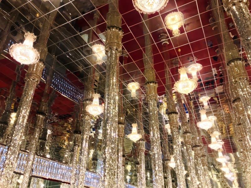 Часовня святилища мозаики стеклянная на виске виска Ram Chan Tha спетом Tha на thani Uthai, Таиланде стоковое фото rf