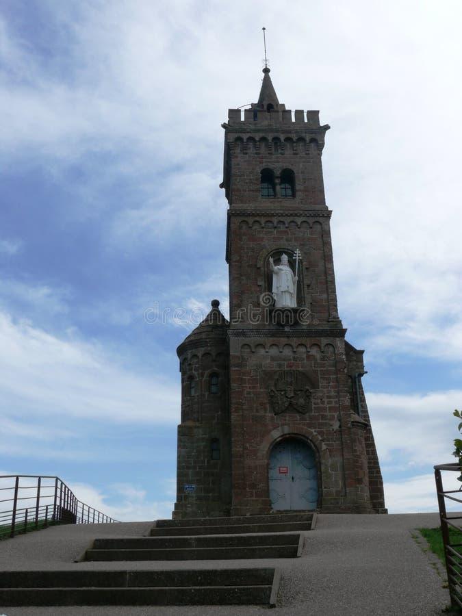 Часовня Léon Святого садить на насест на утесе Dabo в Мозель стоковая фотография rf