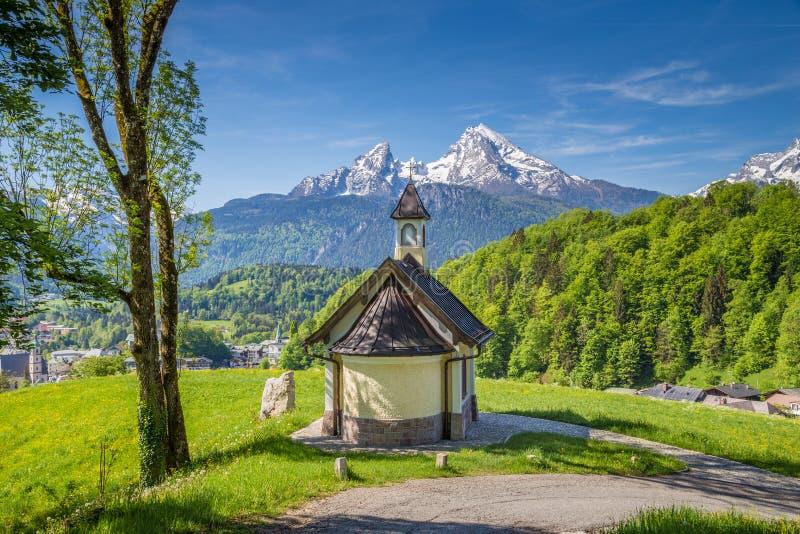 Часовня Lockstein с горой Watzmann в Berchtesgaden, Баварии, Германии стоковые изображения