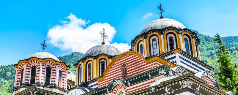 Частично взгляд церков в известном монастыре Rila, Болгарии стоковое изображение rf