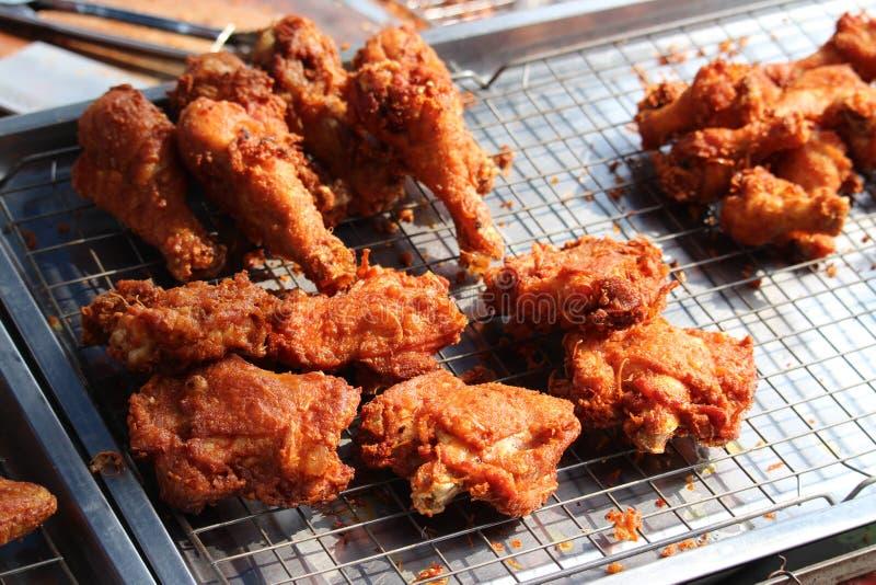 Части жареной курицы Delicatable кудрявые стоковое фото rf