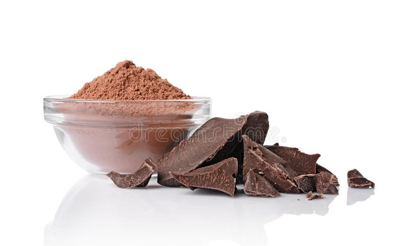 Части конца-вверх ломтя чернят шоколад с стеклянным шаром бурого пороха стоковая фотография rf
