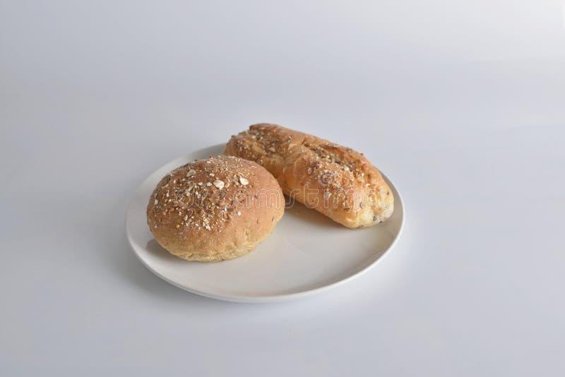2 части объекта пекарен на белой предпосылке стоковые фото