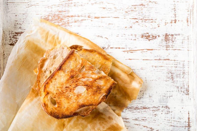 Части провозглашанного тост белого хлеба sourdough стоковые фото