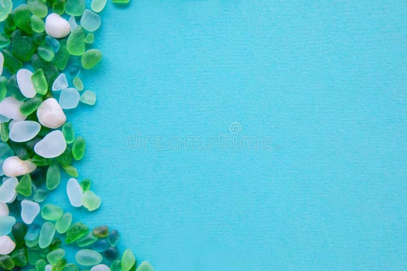 части различного моря стеклянные на голубой предпосылке стоковое фото