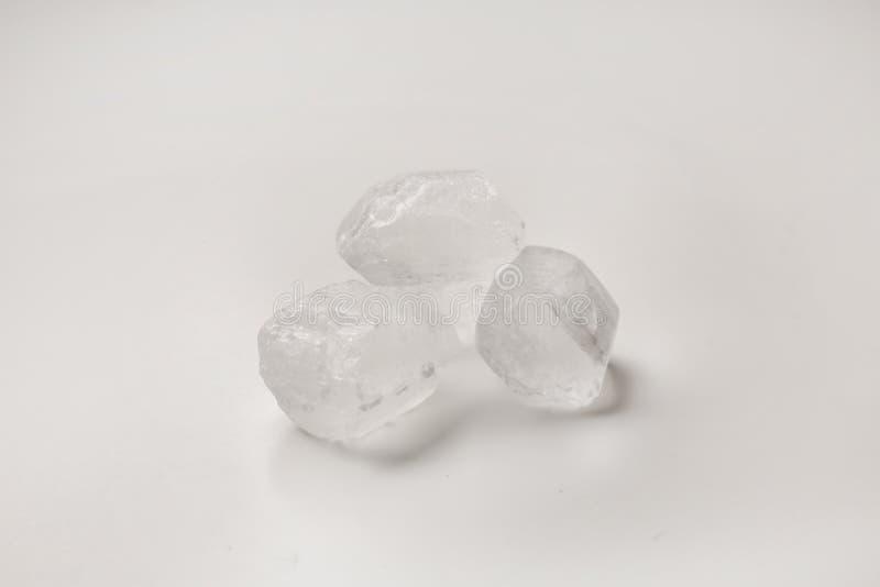 Части сахара на белой предпосылке стоковое фото
