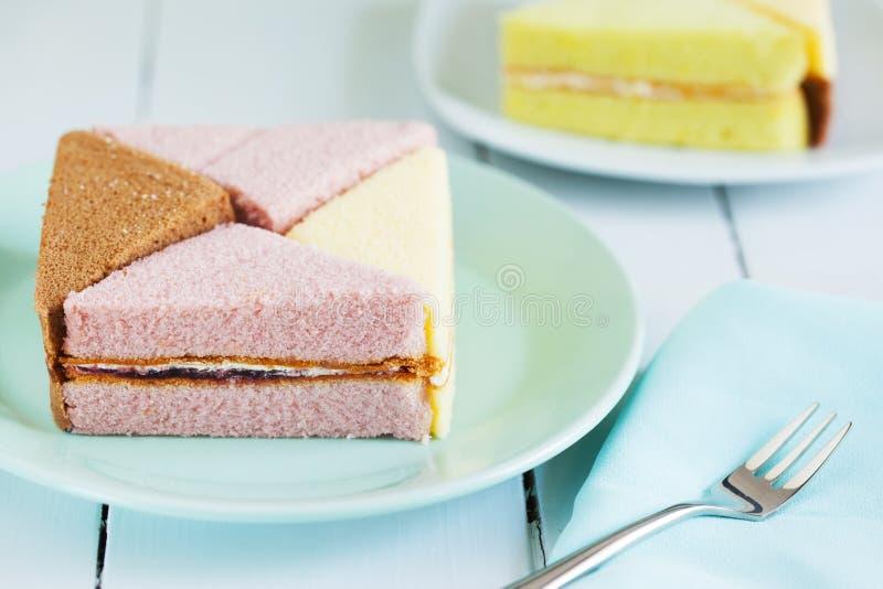 Части шифонового торта на плите для закуски стоковое изображение rf