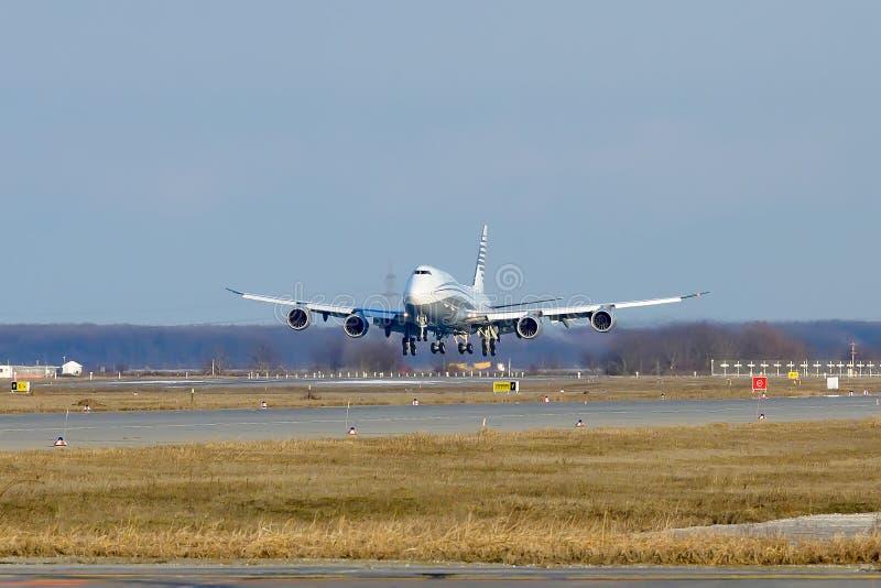 Частное громоздк двухэтажного автобуса авиалайнера аэробуса A380 - двигатель стоковые фото