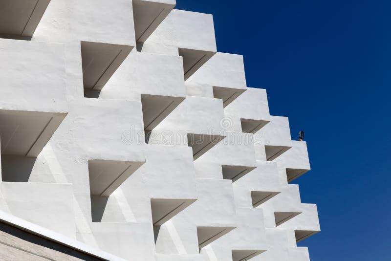 Часть белого здания стоковые изображения