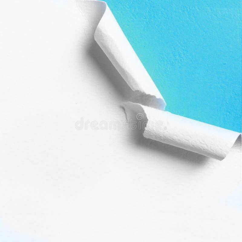 Часть белой бумаги с сорванным краем отверстия стоковая фотография