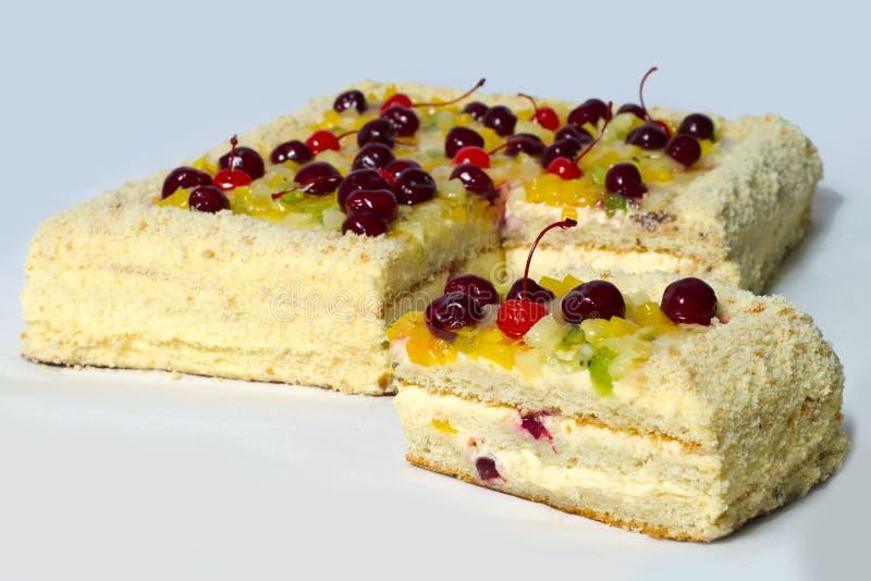 Download часть вишни торта стоковое фото. изображение насчитывающей отрезок - 18397888