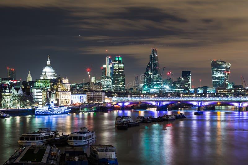 Часть горизонта Лондона на ноче стоковое фото rf