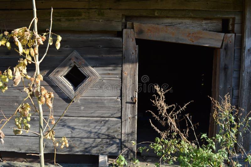 Часть дома покинутого abandonet сельская старая деревянная стоковые изображения