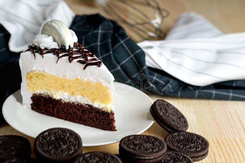 Часть десерта крупного плана очень вкусная сладостная wi вкусных печений cream стоковые изображения rf