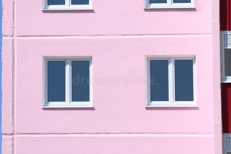Часть жилого дома с окнами с двойным glazi стоковая фотография rf