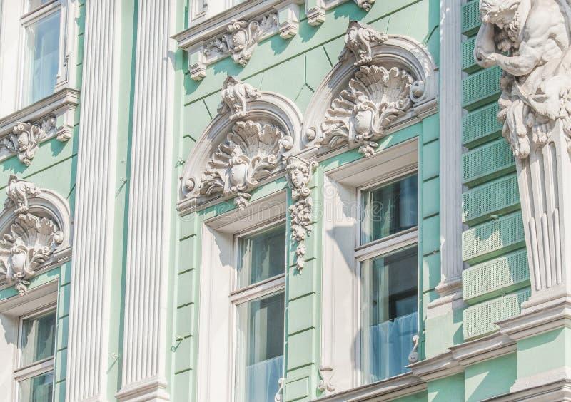 Часть здания на улице Ilinka стоковое фото