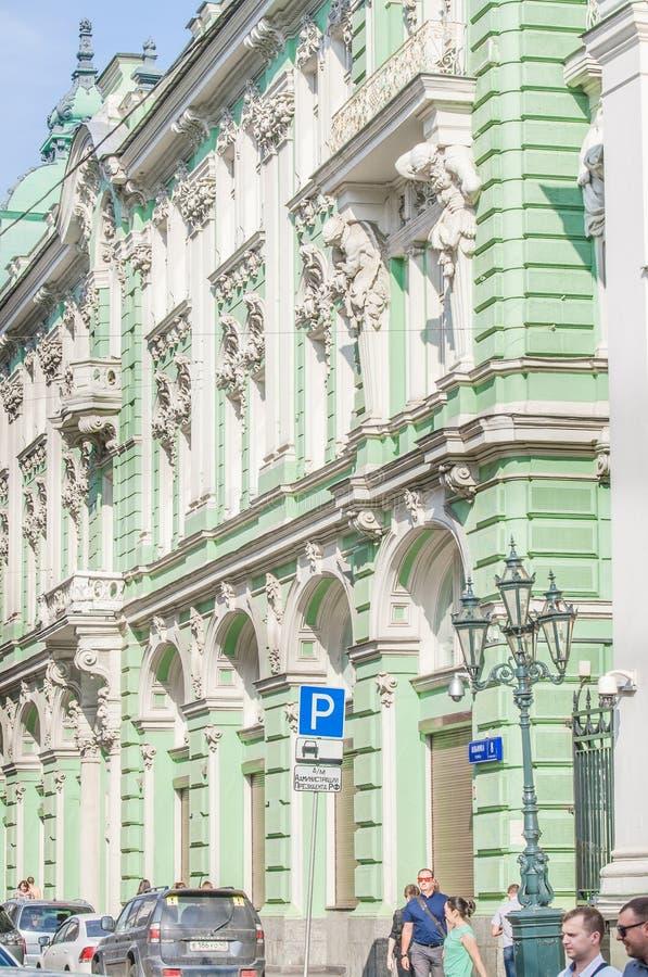 Часть здания на улице Ilinka стоковые изображения