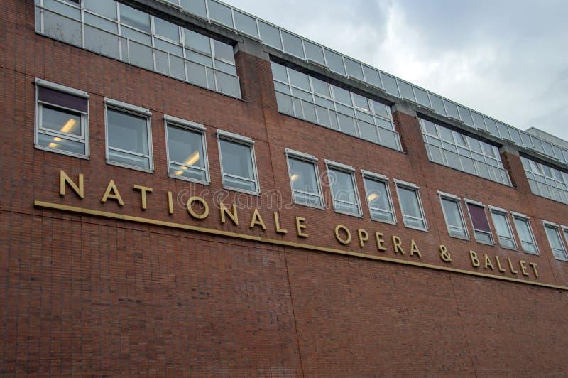 Часть здания оперы & балета афиши национальная здания Stopera на АмстердаРстоковые изображения