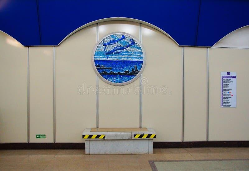 Часть интерьера станции метро prospekt Komendantskiy стоковое фото