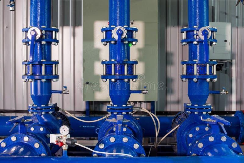 Часть оборудования фильтра очистки воды с трубами металла стоковое изображение rf