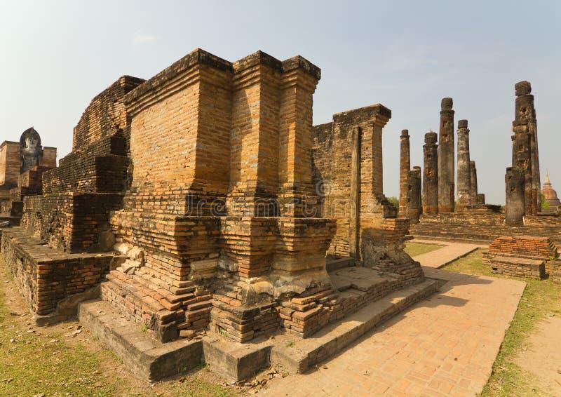 Часть руин виска Wat Mahathat на парке Sukhothai историческом, Таиланде стоковые изображения rf