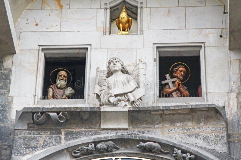 Часть скульптурного украшения астрономических часов Праги стоковая фотография rf