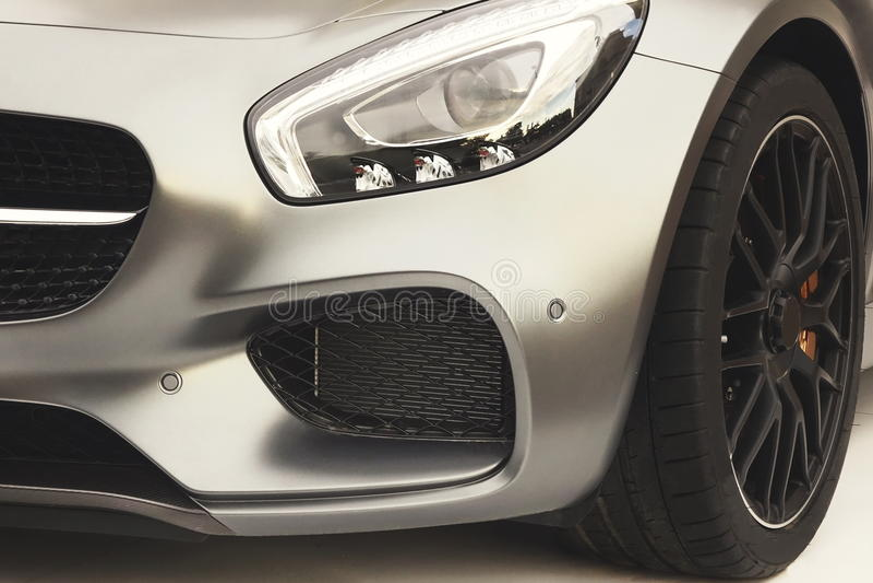 Часть современного немецкого спорта или автомобиля предпринимательского класса стоковое фото