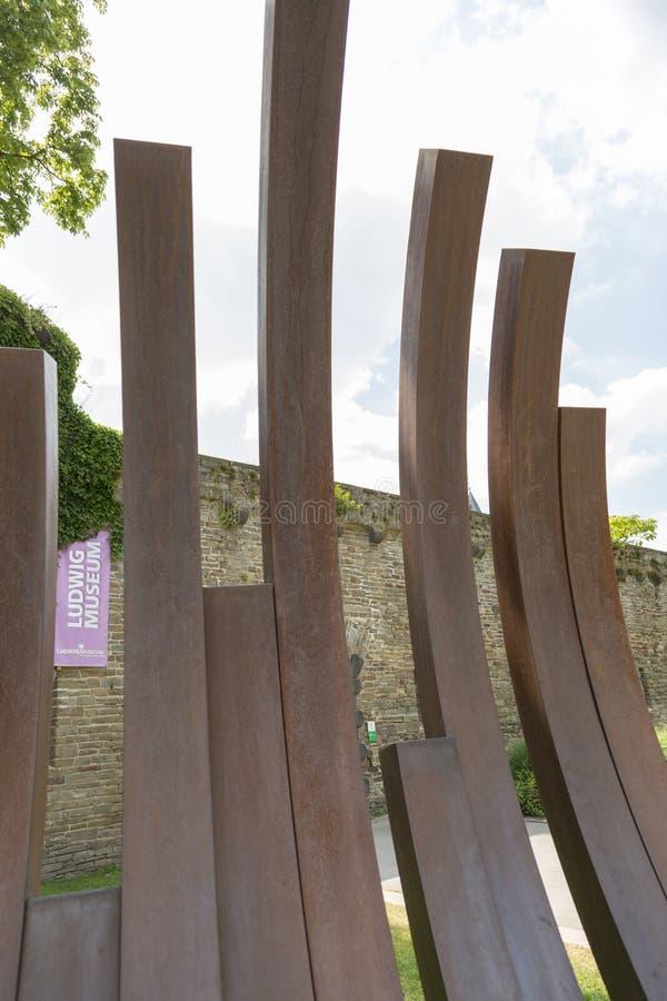 Часть современной установки перед музеем изобразительных искусств Ludwig в Кобленце стоковые фото