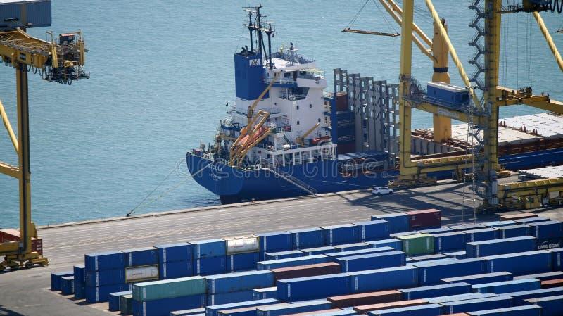 Часть состыкованного контейнеровоза стоковые изображения