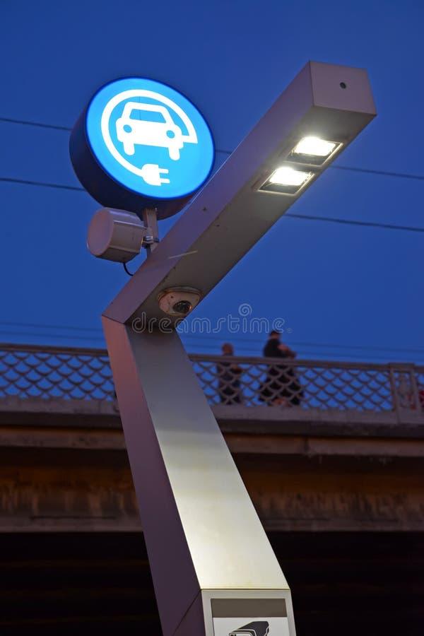 Часть станции EZS electrogas для электротранспортов на фоне неба вечера Калининград, Moskovsky Avenu стоковые фотографии rf